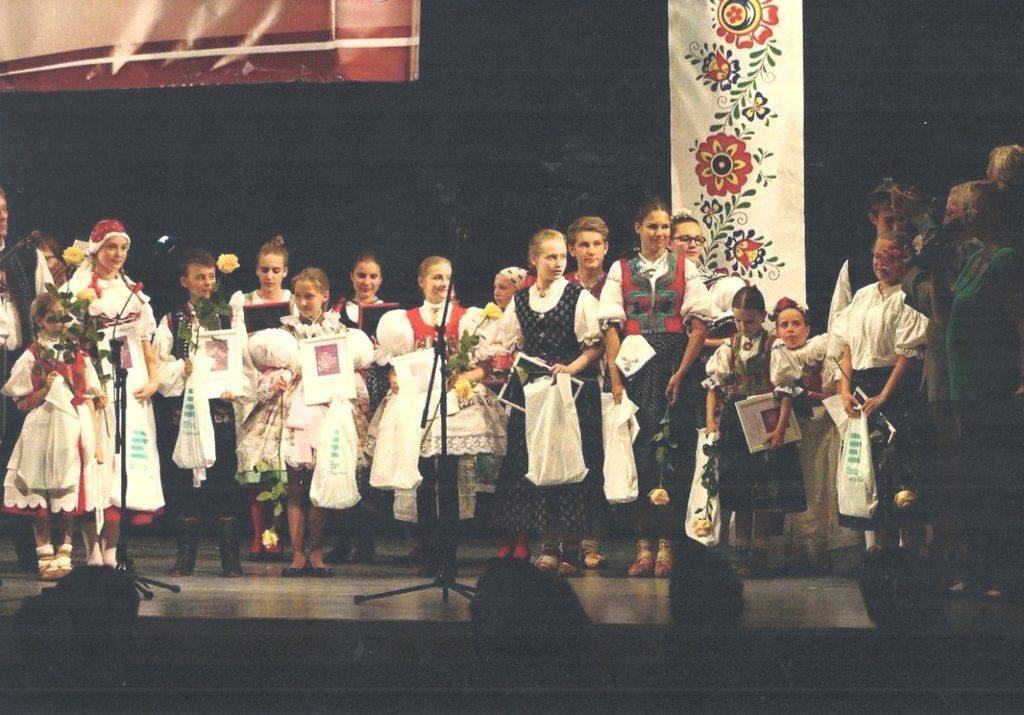 Účastníci soutěže Zpěváček